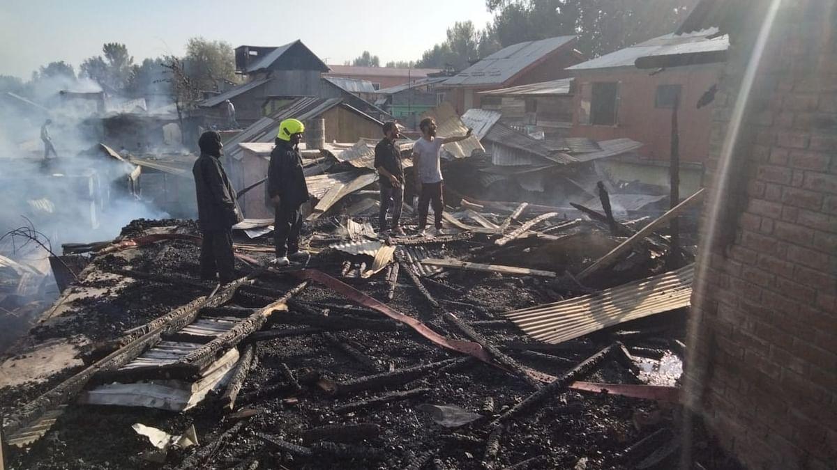 Blaze guts several houses in Srinagar's Parimpora