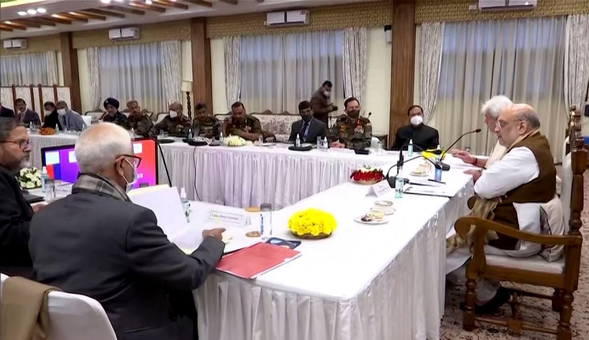 Reviews security scenario in Kashmir