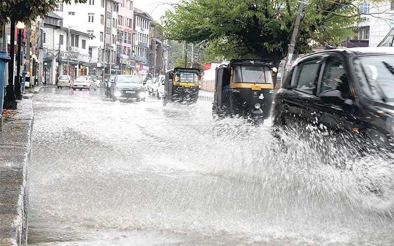 Incessant rain causes waterlogging in Srinagar areas