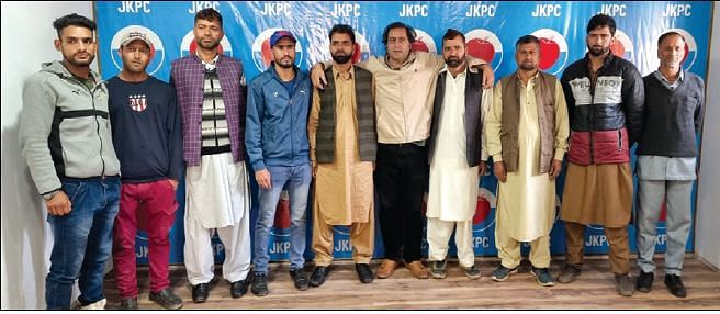 Prominent political workers join PC