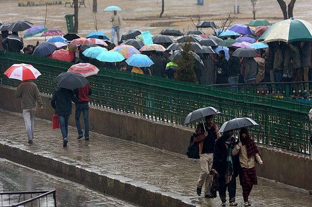 Teachers Brave Rains To Protest in Srinagar