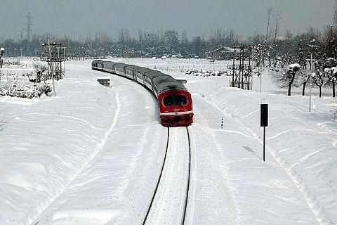 Fresh snowfall shuts highway, disrupts air traffic