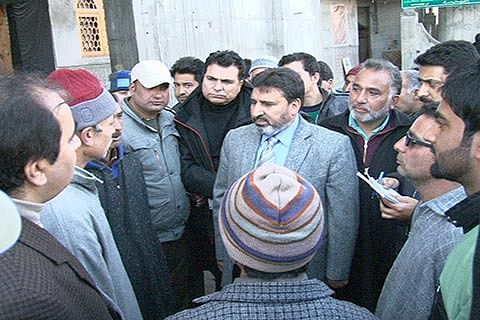 Speed up work on dev projects: Bukhari