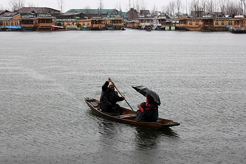 Chill in Kashmir, heat wave elsewhere
