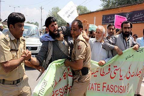 Police disallow Geelani's seminar