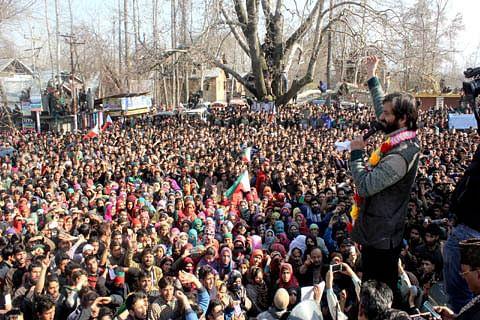 JKLF chief Yasin Malik leads protests in Sopore against civilian killings