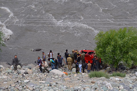 Three injured, one missing as car falls into river in Kargil