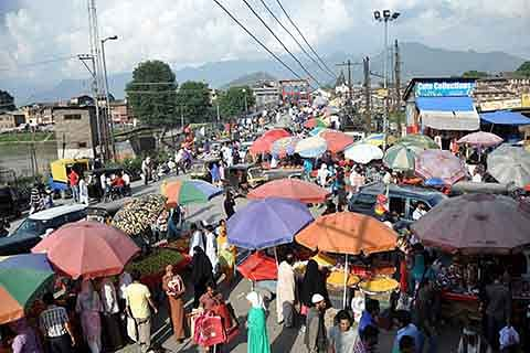 Ahead of Eid, essentials sold at exorbitant prices in Kupwara
