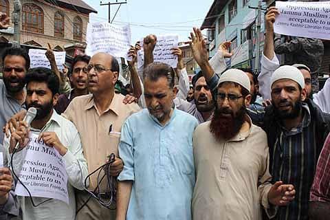JKLF activists stage protest, threaten agitation
