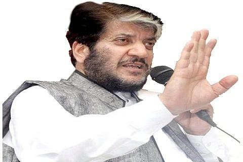 Admin in league with miscreants: Shabir Shah