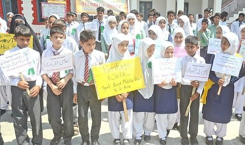 Students relive heritage of Shaher-e-Khaas