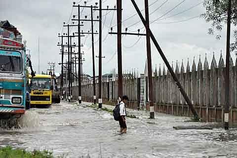 Admin fails to dewater Lal bazaar area
