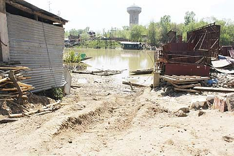 11 months on, authorities sit on strengthening of Jhelum embankments