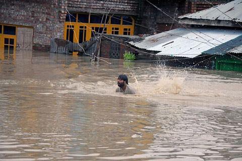 Shutdown in Bemina over govt's failure to rehabilitate flood victims