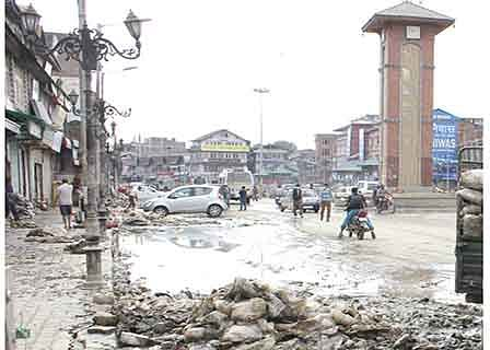 Year after deluge, Reshi's business still out-of-gear