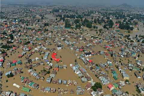 Centre 'unwilling' to financial aid for Kashmir flood victims, says Omar