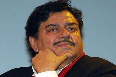 BJP Gen Secretary Vijayvargiya compares Shatrughan to dog