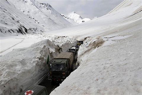 Vehicles stranded on Sgr-Leh Highway