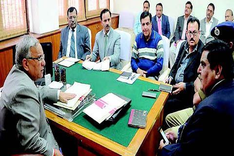 Chief Secretary reviews facilities for Durbar Move employees