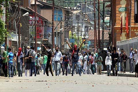 Clashes erupt on Srinagar-Muzaffarabad highway as students protest Gowhar's killing