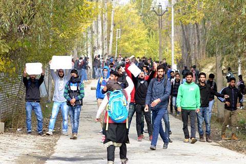 SSM College students boycott classes against Gowhar's killing