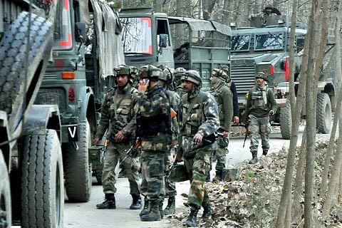 Gunfight erupts in south Kashmir's Aishmuqam