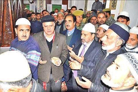 Altaf Bukhari visits Makhdoom Sahib (RA) shine, Reviews arrangements for Urs