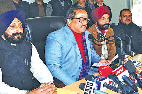 Govt rules out disbanding VDCs