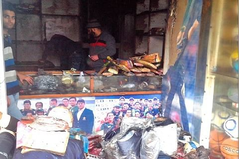 2 SHOPS GUTTED AT LAL CHOWK