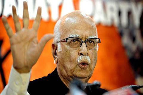 Mufti favoured talks to resolve Kashmir problem: Advani