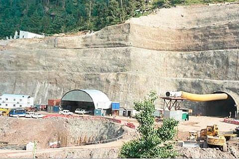 Work on Zojila, Z-morh tunnel projects inspected