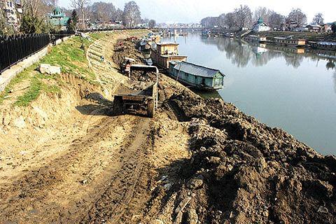 Vohra for quick dredging of river Jhelum
