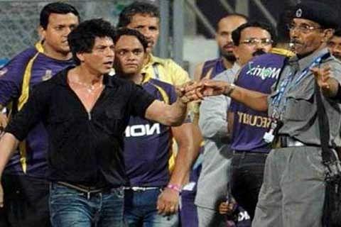 "VHP protests shooting of Shah Rukh Khan's film ""Raees"" in Gujarat"