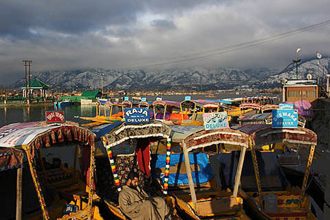 Tourism traders sell Kashmir in Indore