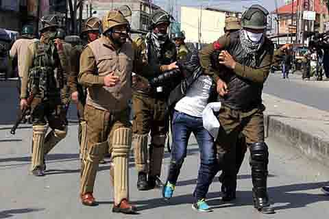 5 youth detained during clashes in old Srinagar
