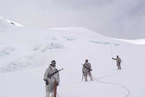 MP for 'troop withdrawal' from Siachen, but Parrikar disagrees