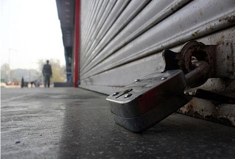 Kashmir shuts to show solidarity with JNU, SAR Geelani