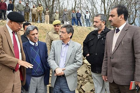 Vohra inspects Jhelum dredging, directs officials to speed up work