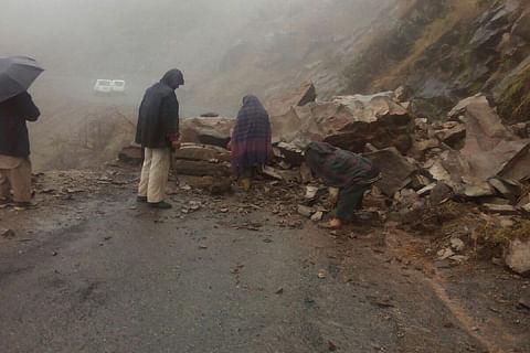 Passengers stranded after landslides block Srinagar-Muzaffarabad highway in Uri