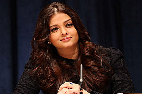 Aishwarya Rai Bachchan wins Global Indian of the Year award