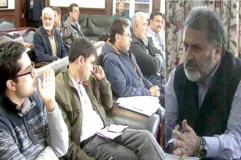 Govt mulls shifting of vendors from historic Jamia Masjid park
