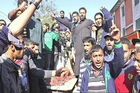 DEATH OF WOMAN : Family protests, alleges medical negligence