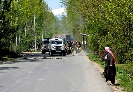 Youth attack CRPF camp with stones in Tral