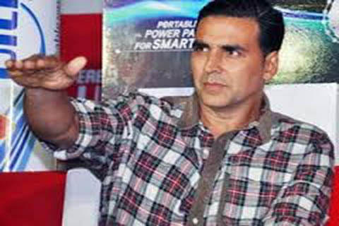 Akshay Kumar apologises after bodyguard punches fan