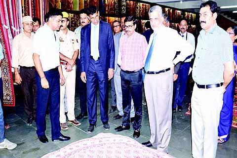 Rajan visits carpet manufacturing unit in Jammu