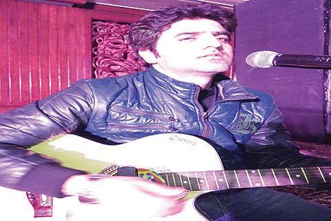 Saaz-e-Kashmir| Imran: The multi talented musician