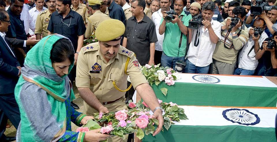3 cops killed as militants strike in Srinagar