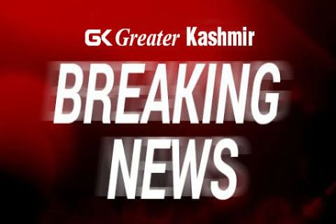 Militants open fire on CRPF bus in Pampore