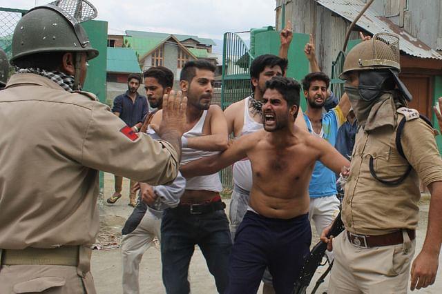 Police Beat Women Protesters In Zampa Kadal