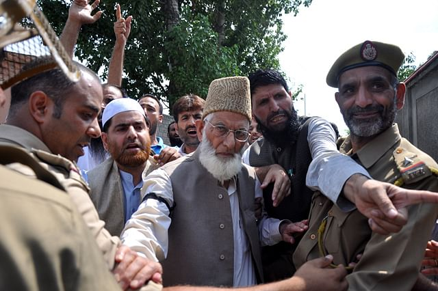 Police Detained Geelani On  Martyrs' Day